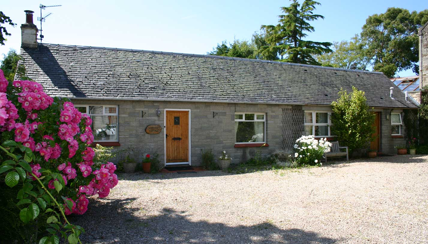 Woodcroft Cottage Holiday Accommodation - Exterior with parking space