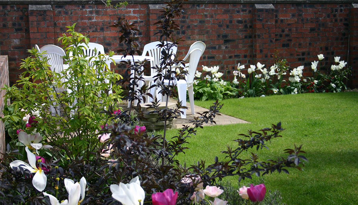 Prestwick-outside-back-flowers