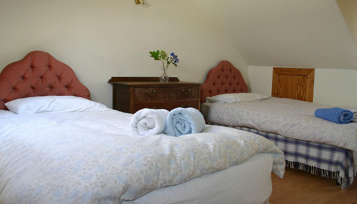 Prestwick-twin-upstairs